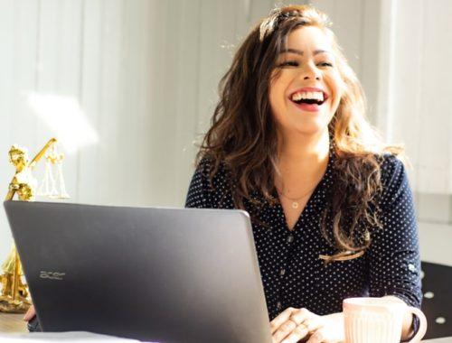žena kod laptopa