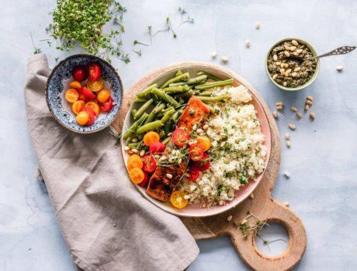 kvinoja-s-lososom-i-rajčicama