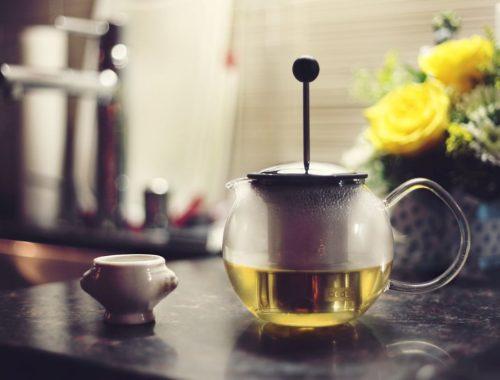Zeleni čaj u čajniku