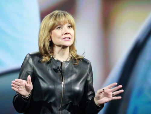 Marry Barra, direktorica General Motorsa u crnoj jakni